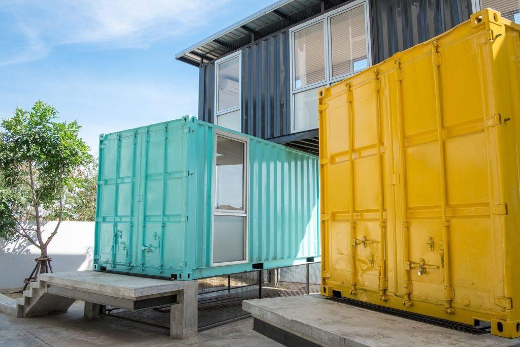 kontenery transportowe w budowie domu