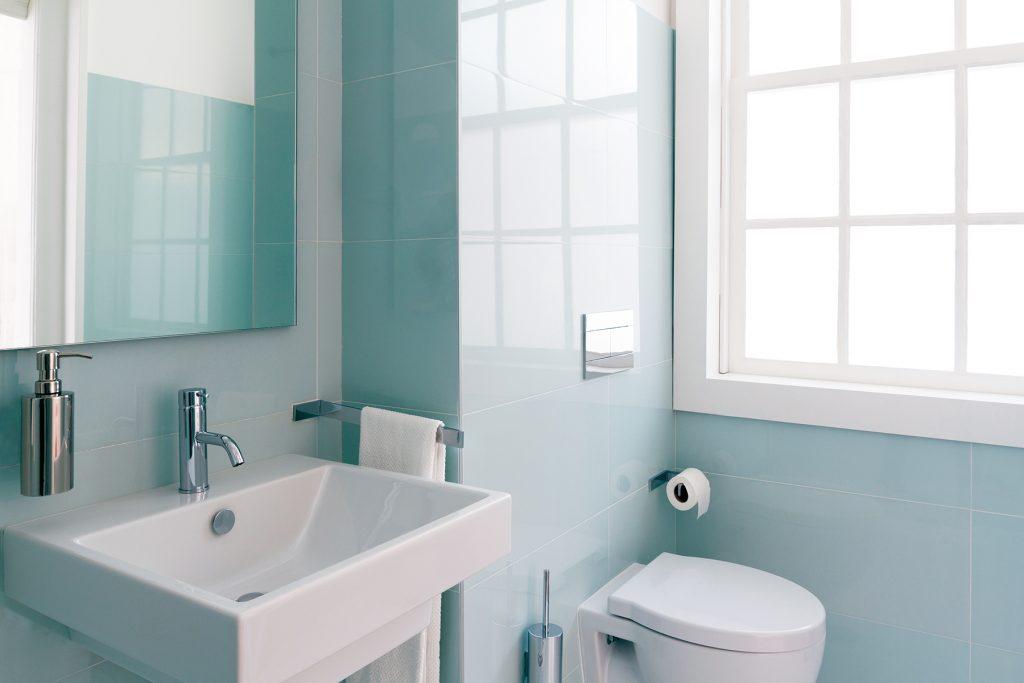 niewielka łazienka w bloku aranżacja