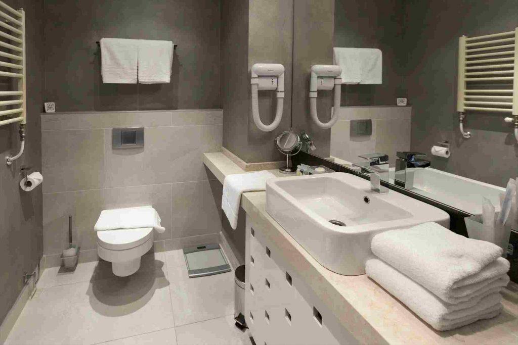 inspiracja mała łazienka w bloku